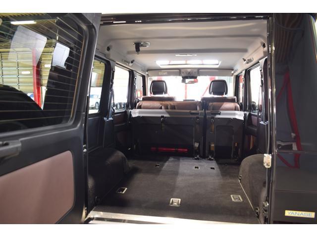 SUVならではの使い勝手の良いラゲッジルーム!分割可倒式リアシートがフラットに近い状態まで倒れ、より多くのお荷物を収納可能とします!別途ラゲッジ収納も兼ね備えております。