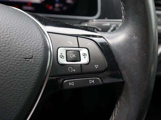 メーター内の表示切替ボタンやハンズフリー、音声ガイダンスのボタンはステアリング右側