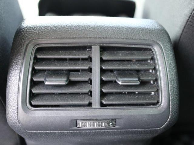 後部座席用のエアコン吹き出し口です。