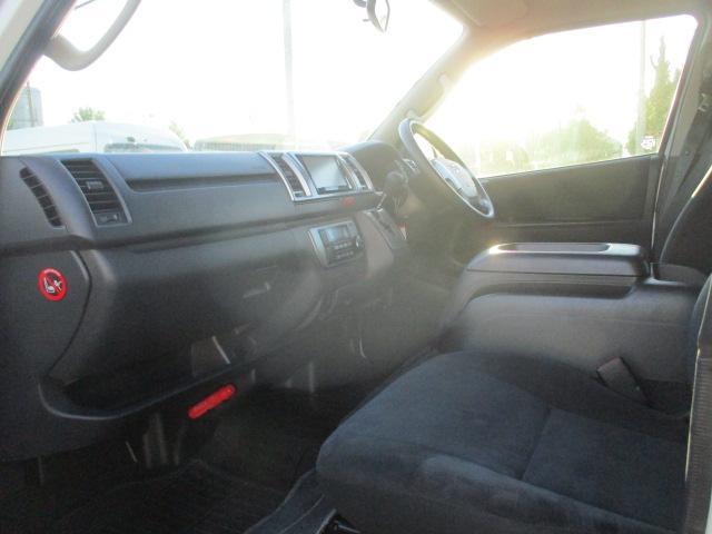 高速道路にて試乗走行を行い、THIRTY規定をクリアした車両のみの展示を徹底しています。
