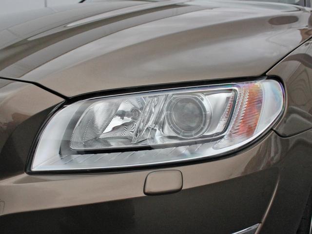 【ライト】 ステアリング動作に連動して進行方向を明るく照らしてくれるアクティブキセノンヘッドライトを搭載。自身の視界確保だけでなく、被視認性能も飛躍的に向上し、事故被害の可能性を削減してくれます。