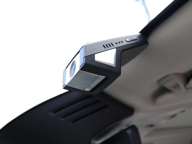 ボルボの厳しい衝突安全基準をクリアした、スマートフォンwi-fi連動型ドライブレコーダー。16MのSDHCカード利用で最大24時間の自動録画が可能となる高性能機です。