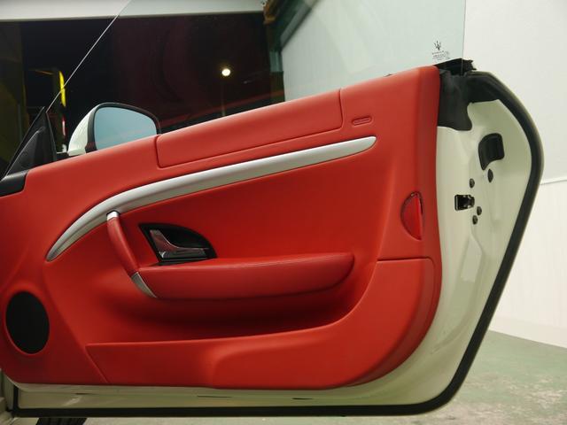 マセラティ マセラティ グラントゥーリズモ 4.2 正規D車 赤革 ナビTV Bカメラ 2年保証付