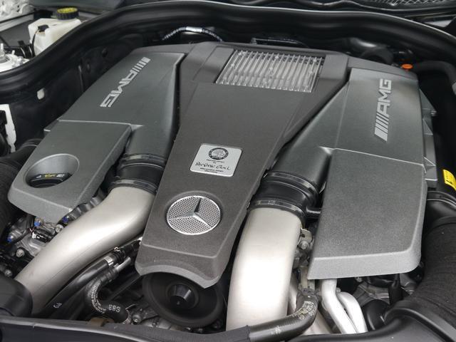 心臓部にはカタログ値最大557馬力、トルク73、4kg・mを発生させるV型8気筒DOHCツインターボエンジンを搭載!7G-TORONICとの相性も良く、スムーズな加速を実現致します!