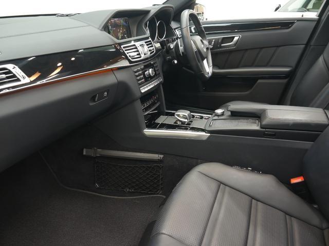 車線変更時に死角に入った車両をモニタリングしドアミラーに警告灯を点灯させるブラインドスポットアシスト!ディストロニックプラスなど安全面の充実したレーダーセーフティパッケージを装着しております!