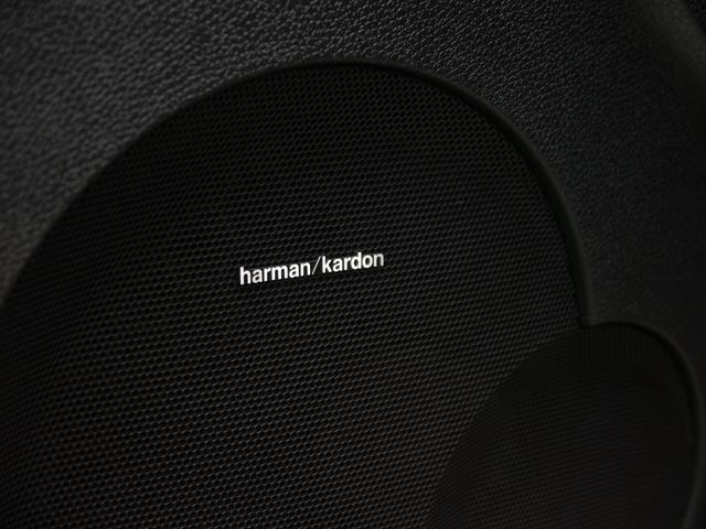 車種専用で開発されたharman/kardonサラウンドサウンドシステムを搭載しております!上位グレードならではの音響設備で快適なドライブのサポートを致します!!