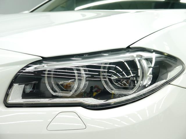 視認性に優れ広範囲を照射可能なリングポジショニングライト付きLEDヘッドライトを装備!夜間走行時には更なる存在感を惹き立て、存在感を放ちます!