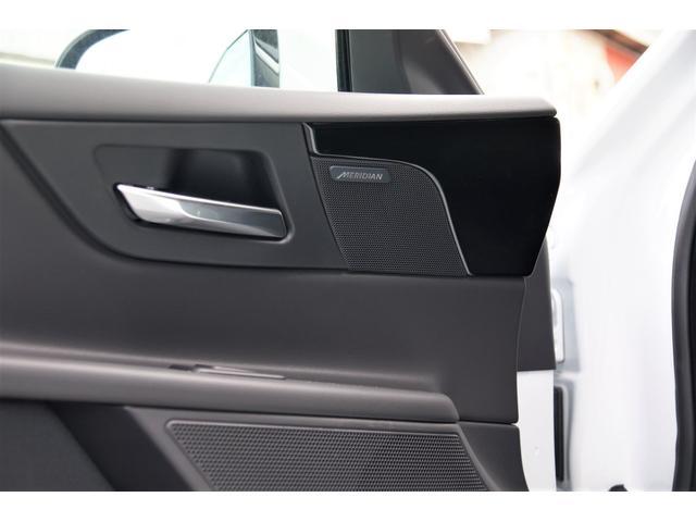 Meridianプレミアムサウンドシステムは車内が上質なリスニングルームになります。