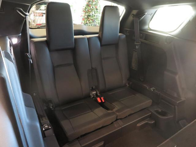 2座席サードシート簡単操作で設置でき大人7名がゆっくりくつろぐことができるスペースを確保。ディスカバリースポーツには希少装備になります。