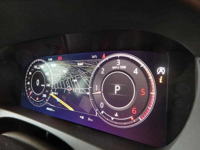 デジタル画面のドライバーディスプレイを装備。マップも表示でき、ドライバーの支援を致します。メディアやフルスクリーンマップ等様々なパターンがあるのでお好みの設定にてドライブをお楽しみください。