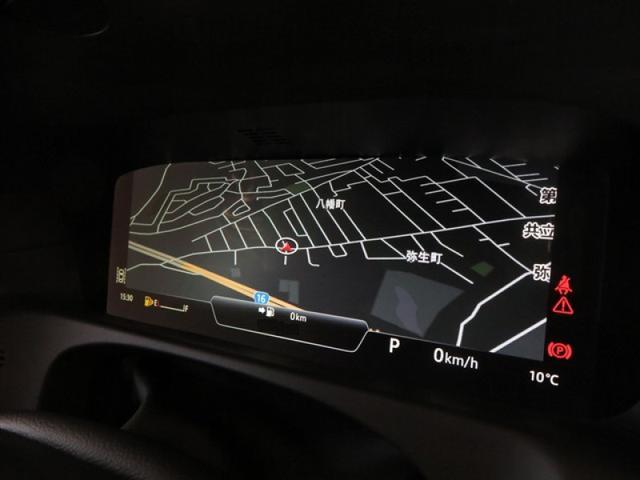 ドライバーディスプレイは、ナビ、電話、メディア、各種情報、エンターテインメントやアクティブセーフティのデータなどの表示が可能です。全画面のフルマップ表示も可能で御座います。