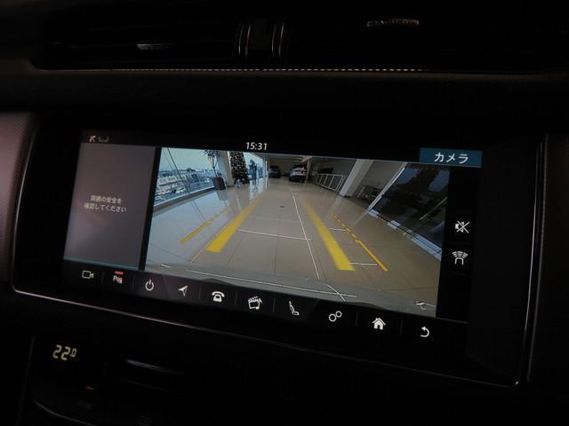 バックカメラ搭載。リアのギアにシフトを入れると自動的に後方の映像、そしてステアリングホイールに合わせて黄色の補助線も表示されます。パーキングエイド搭載。ドライバーの駐車を安全にサポートいたします。
