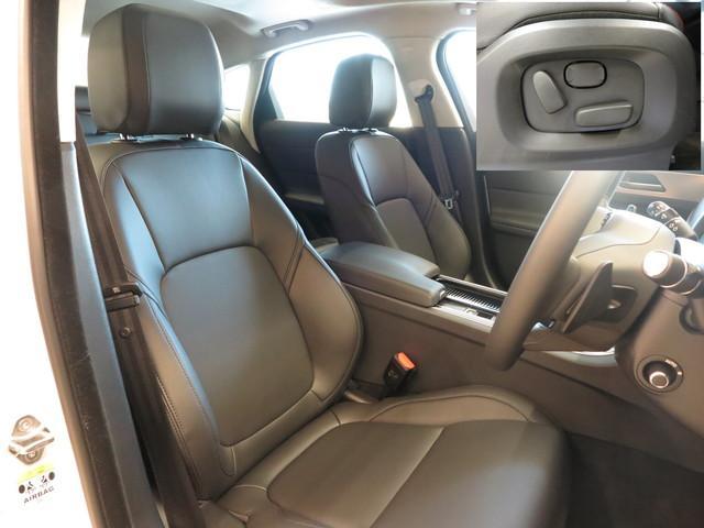 エボニーレザーシート。ホールド感バッチリのフロントシート。インテリアは明るく上品な仕様となっております。また運転席は使用感がなく綺麗な状態で入庫しています。