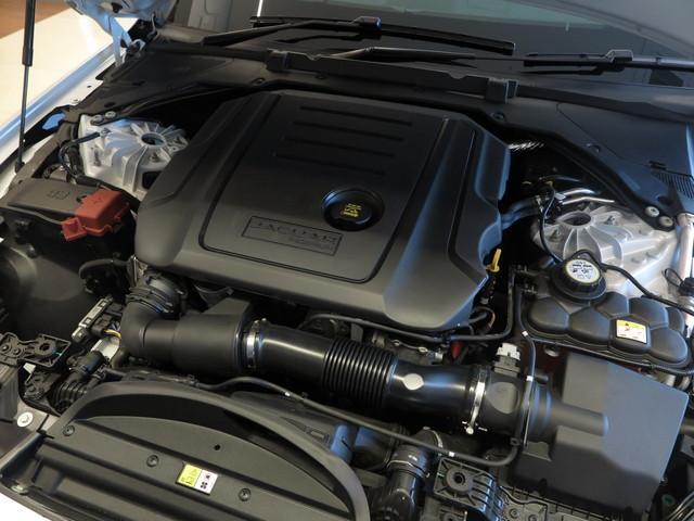 心臓部であるエンジンには2.0Lインジニウムディーゼルエンジンを搭載、最大トルク43.9kg・m(430N・m)/1750〜2500rpmを発揮するジャガー・ランドローバー社の新開発エンジンです。