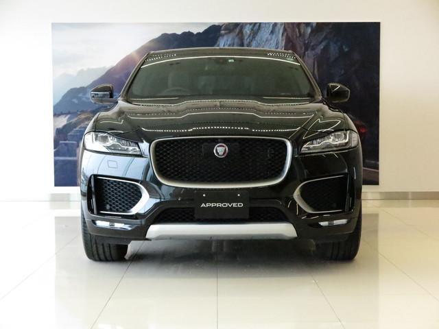 Jaguar FーTypeよりデザイン的にインスピレーションを得たFーPACEは、スポーツカーのDNAが息づくハイパフォーマンスSUVとして誕生し、現在も変わらぬ人気を博しています。