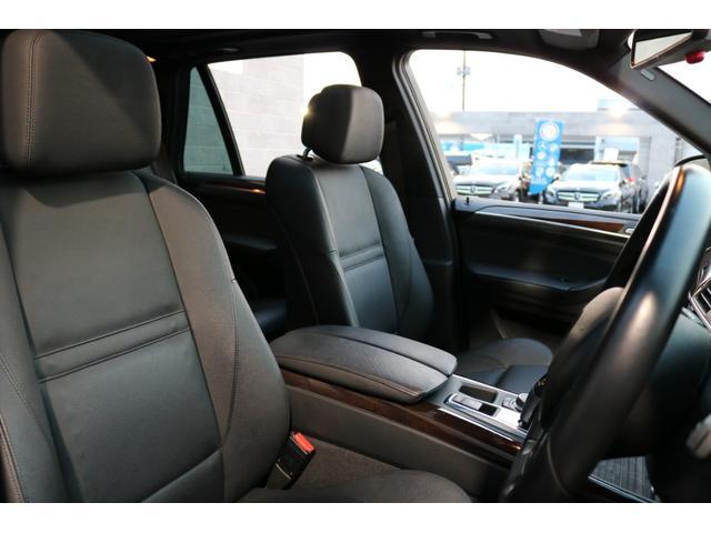 前席はブラックレザーシートを始め、パワーシートやランバーサポート、更にシートヒーターを装備した多機能設定となっております!