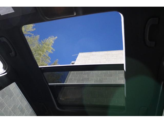 室内により多くの解放感を与えるスライディングルーフです♪用途に併せてチルトアップやスライディングと2WAYでご利用頂けます!おタバコを吸わない方でも車内の空気循環などでも活躍します!