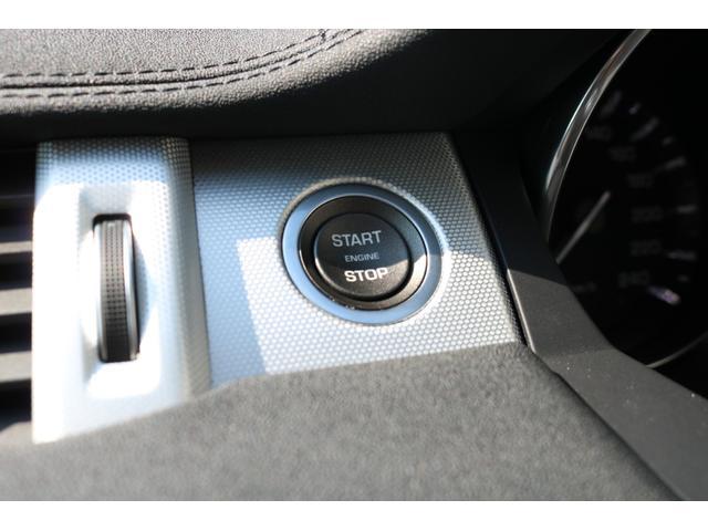 キーを持ったままドアノブに触れるとドアの施錠・開錠が行えるスマートエントリー機能を搭載!車に乗り込みプッシュボタンを押せばすぐにエンジンの始動・停止が行えます!