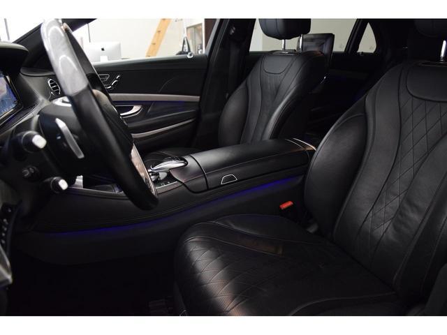 レザーシートは高級感ある室内を演出し、ファブリックシートより耐久性もアップしております。