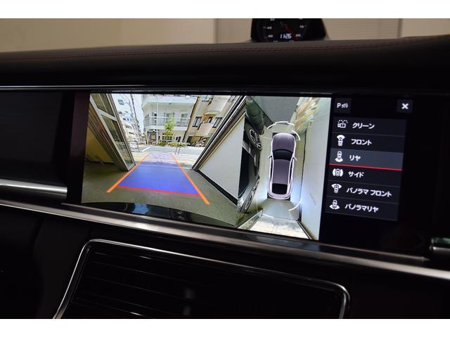 全方位カメラにより駐車時も安全に駐車することができます。