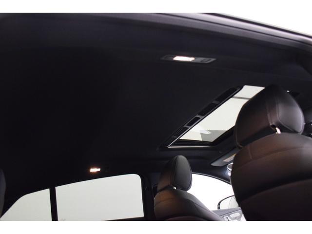 サンルーフ装着車両なので開放感あるドライブを堪能できます。