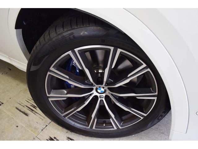 ホイールの状態もとても綺麗です。タイヤの溝もしっかりと残っております。