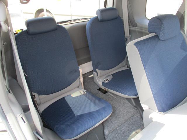 セカンドシート3人乗車可能です!