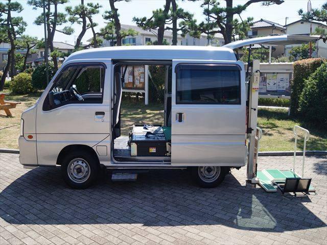 福祉車両トランスポーター リフト式車いす移動車 車いす2台積(6枚目)