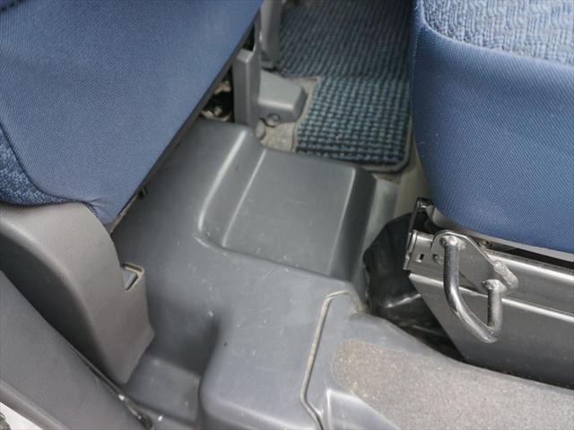 福祉車両 車いす移動車 4人乗り電動固定式(13枚目)