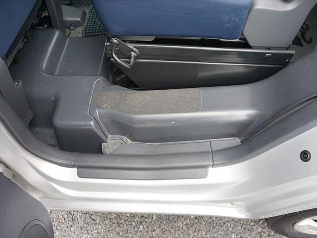 福祉車両 車いす移動車 4人乗り電動固定式(14枚目)