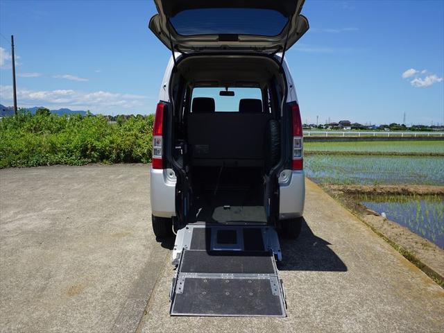 車いす移動車 4人乗り電動固定式 修復歴なし 禁煙車(14枚目)