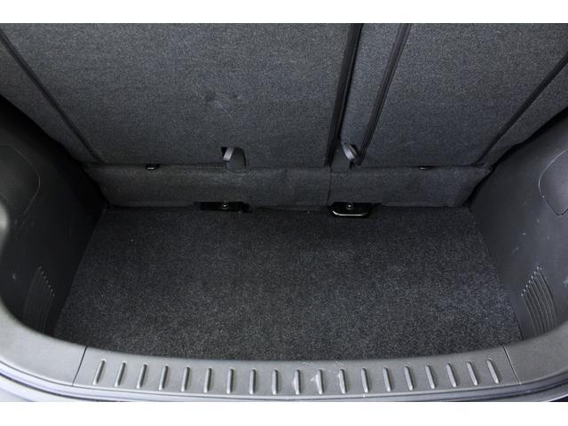 リアゲート内ラゲッジスペースは下に深く沢山荷物を乗せられます!更に後部座席をスライド出来るので荷物を沢山乗せる際は前方にスライドしてご利用頂けます!