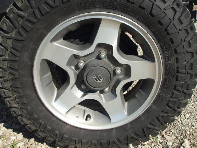 タイヤは新品に交換してからの納車になります。