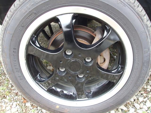 社外14インチアルミに国産新品タイヤが付いています。