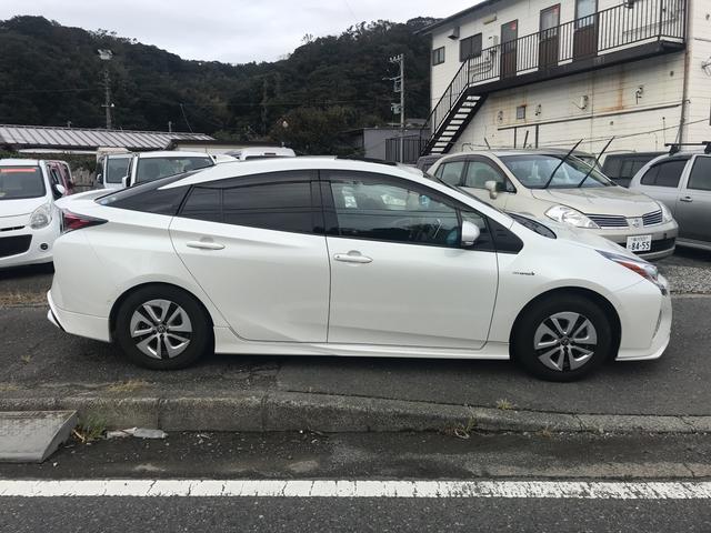 「トヨタ」「プリウス」「セダン」「神奈川県」の中古車5