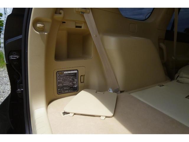★バックドアの内側には車載工具と収納スペースがあります。無料電話:0066-9708-3852