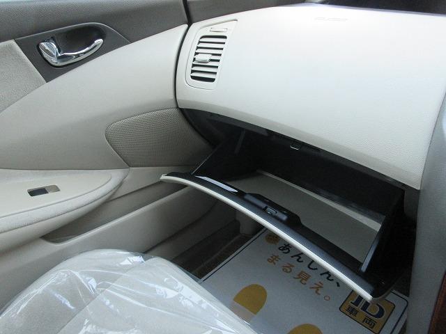 ワンオーナー禁煙車4WD ナビ Bカメラ ETC キーレス(19枚目)