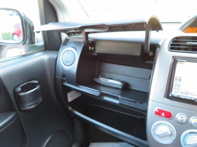 便利なシートリフターを装備しております!小柄な方でもご自身に合った運転姿勢をとることができます!