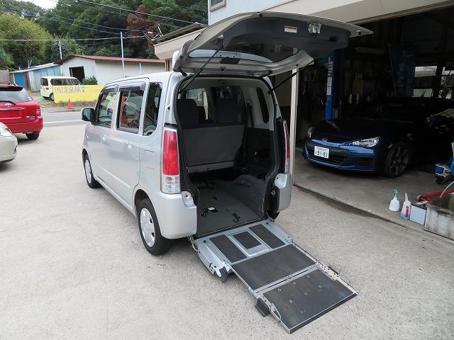 スローパー車イス移動車 リヤシート付き 電動固定装置 禁煙 取説&記録簿 無料保証6ヶ月&走行距離無制限(17枚目)