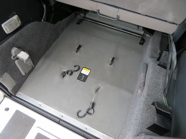 スローパー車イス移動車 リヤシート付き 電動固定装置 禁煙 取説&記録簿 無料保証6ヶ月&走行距離無制限(19枚目)