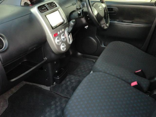展示してある在庫車は全車内装・外装クリーニング施工済み。外装磨きはもちろん撥水コート仕上げも!!購入後のお手入れも簡単です(*^^*)