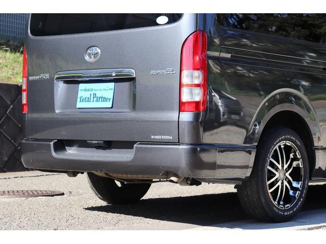 遠方に多数販売させて頂いています。どちらの車両も全て同じ角度て写真を撮影しています。お車の状態が写真でお伝え出来るように当社では写真加工等は一切いておりません。