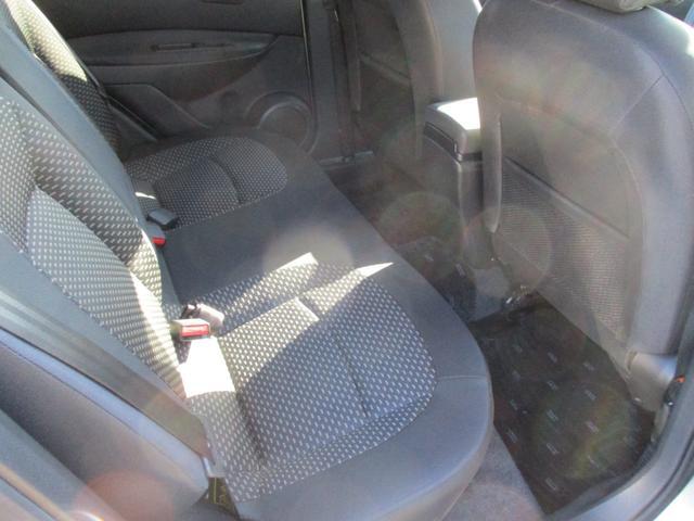 後部座席も使用感少なく綺麗な状態です