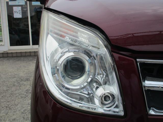 夜道の運転はもう怖くなくなります。ヘッドライトは遠くまで明るく照らしてくれるHID!更に、