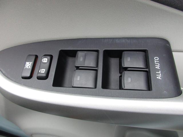 全てのパワーウインドウの開閉が運転席で出来ます。運転席以外のパワーウインドウの開閉のON、OFFもここで操作が可能です。