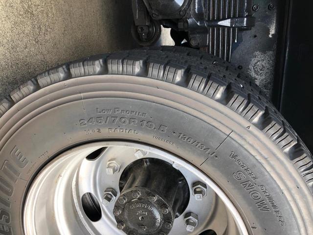 リアタイヤ 245/70R19.5