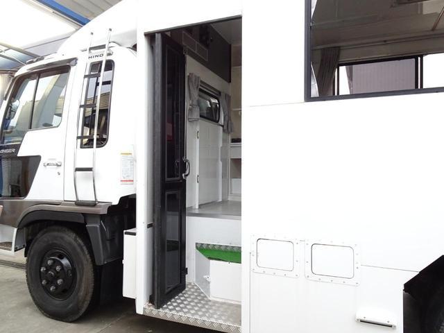 フロント・リアタイヤ共に8.25R16 14PR LT リアダブルタイヤ スタッドレス