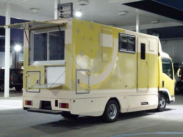 移動販売車 キッチンカー 加工車登録 跳ね上げ扉 シンク 作業台 カウンター外テーブル 車輌総重量3,685Kg スムーサー 2ペダル NOx・PM適合 フードトラック ケータリングカー(12枚目)