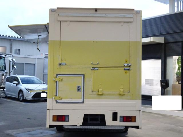 移動販売車 キッチンカー 加工車登録 跳ね上げ扉 シンク 作業台 カウンター外テーブル 車輌総重量3,685Kg スムーサー 2ペダル NOx・PM適合 フードトラック ケータリングカー(23枚目)