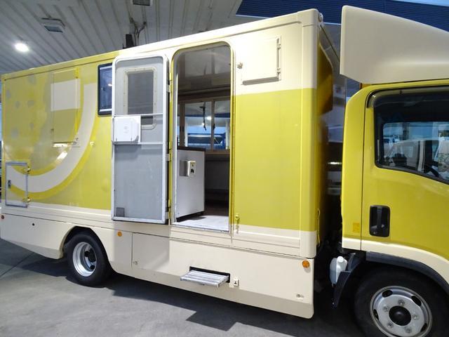 移動販売車 キッチンカー 加工車登録 跳ね上げ扉 シンク 作業台 カウンター外テーブル 車輌総重量3,685Kg スムーサー 2ペダル NOx・PM適合 フードトラック ケータリングカー(27枚目)